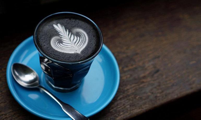 Чёрный-чёрный кофе с углём