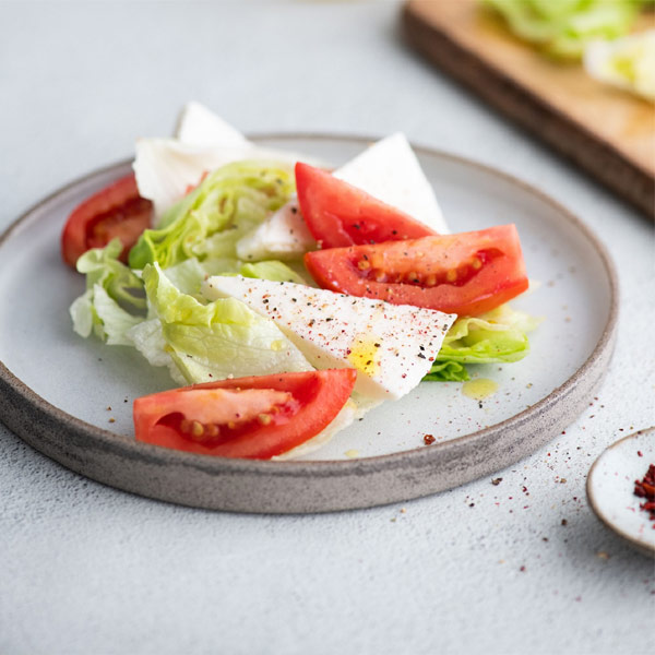 Салат BeFit овощной с помидором и сыром 150 гр