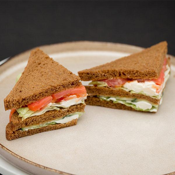 Сэндвич с лососем холодного копчения Mozzarella bar 150 гр фото